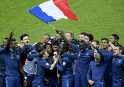 """Isterie in Franta dupa calificarea la Mondial: """"Ma dezbrac in direct!"""" Suporterii au luat cu asalt site-urile XXX!"""